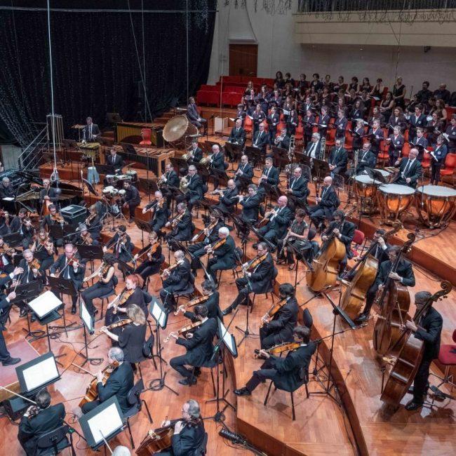 Stefano Fonzi dirige l'orchestra sinfonica nazionale della Rai