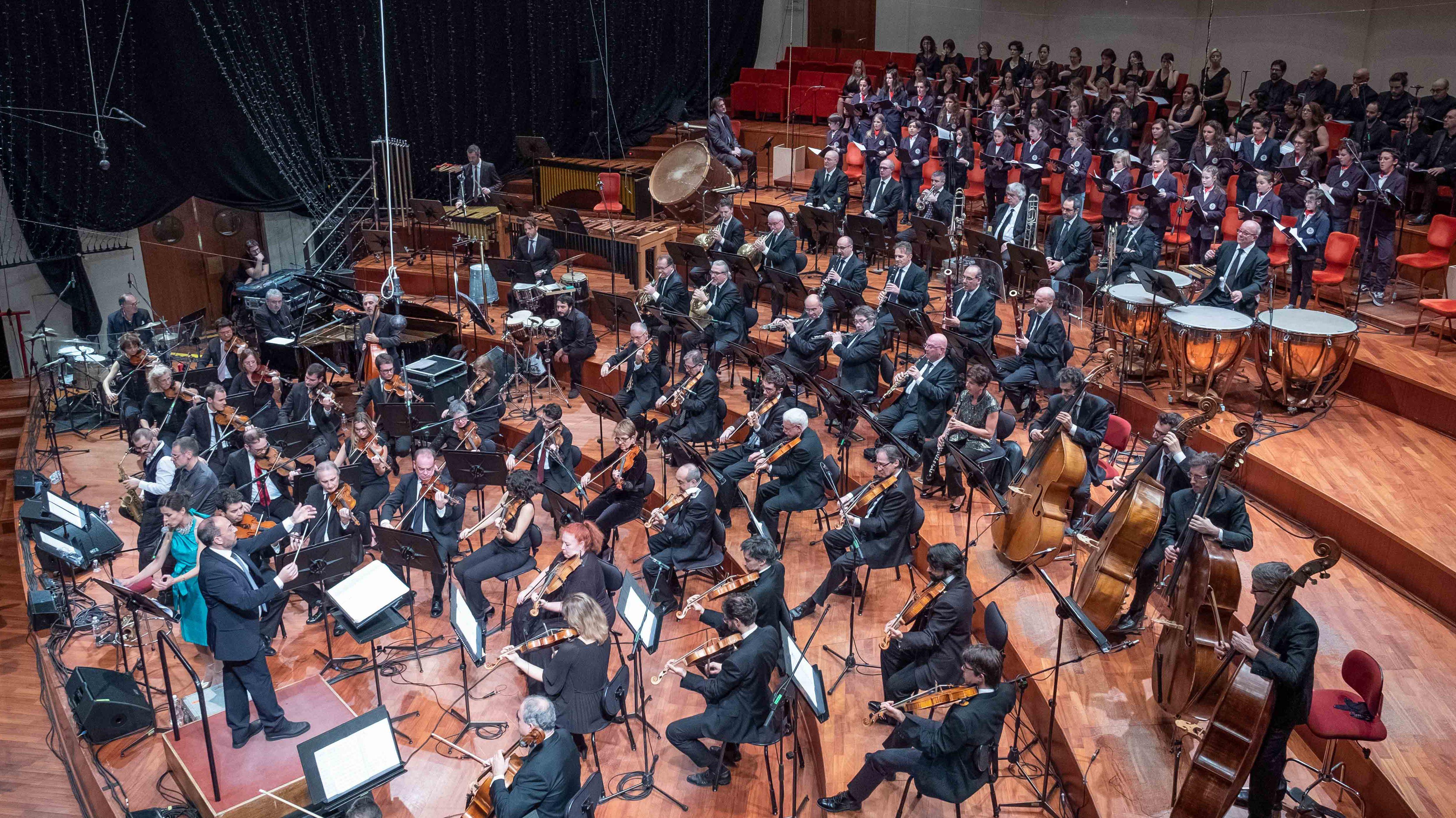 Stefano Fonzi con l'Orchestra Sinfonica Nazionale della Rai